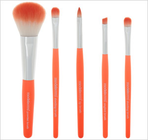 spring-2012-trend-were-crazy-for-coral-makeup-brush models own